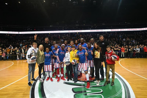 Lavtwins Meet Harlem Globetrotters